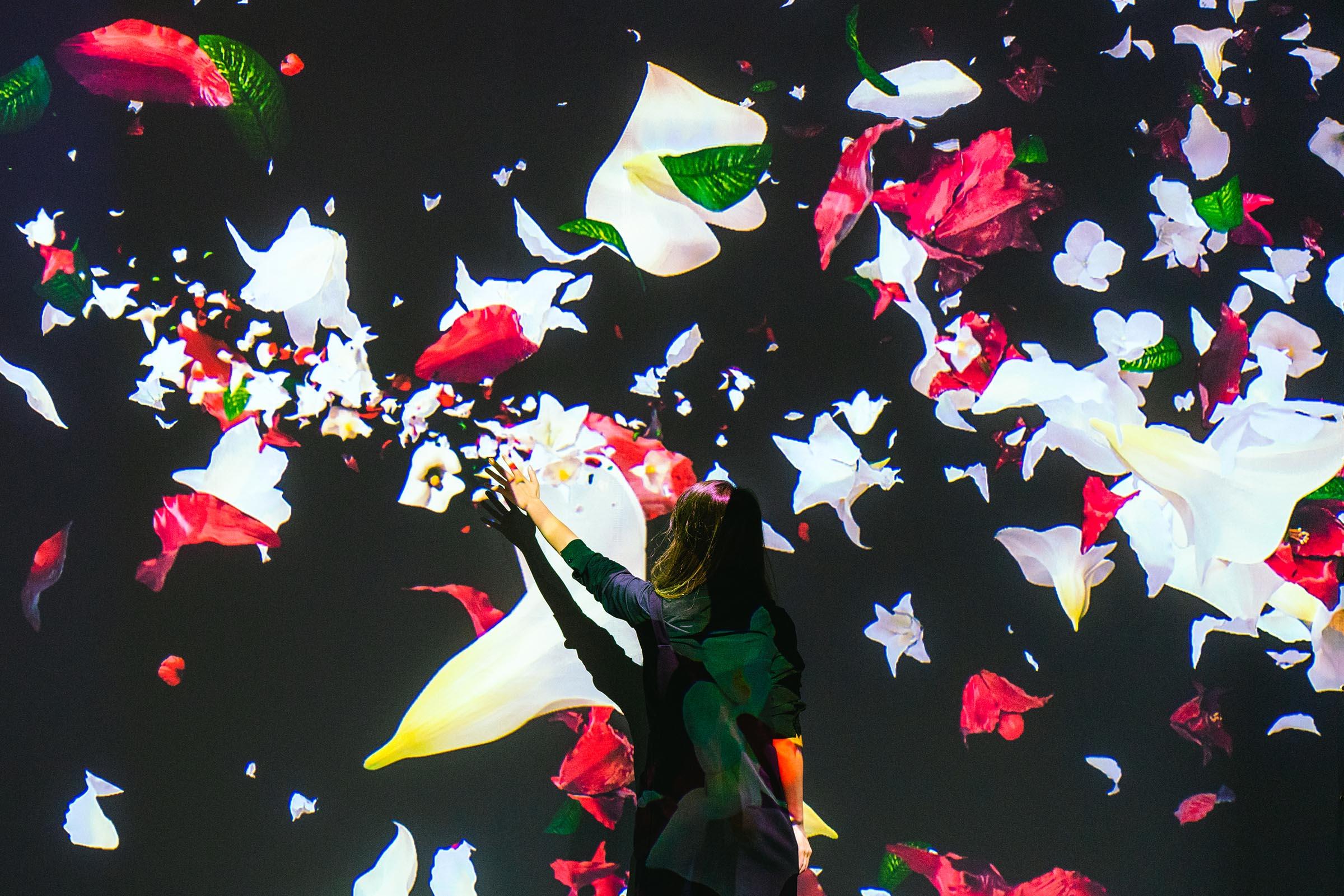花王「フレア フレグランス」CMの石原さとみ気分?!になれるフォトブース、ネイキッドが演出