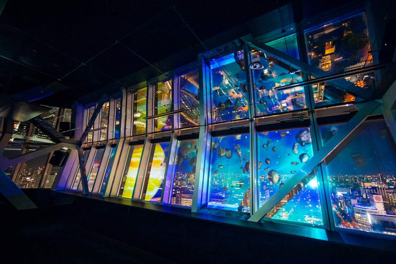 NAKED SKY CRUISING 展望台の窓面全面にプロジェクションマッピング