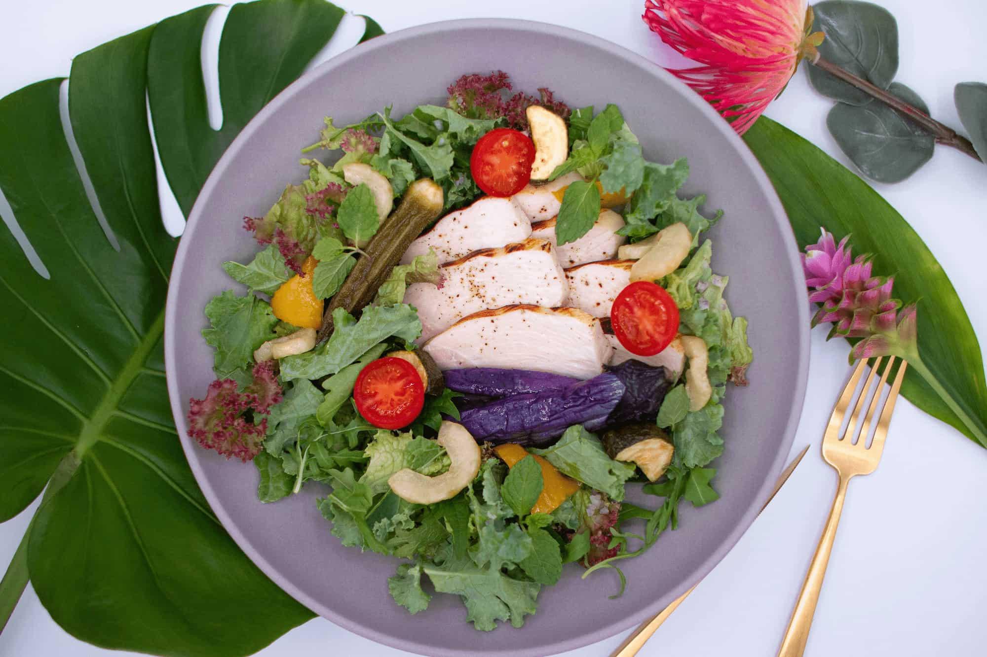夏野菜とグリルチキンのサラダボウル ¥1320/¥1296